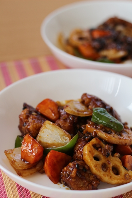 ローソンフレッシュの10分手料理キット「鶏竜田と野菜の雑穀黒酢あんかけキット」