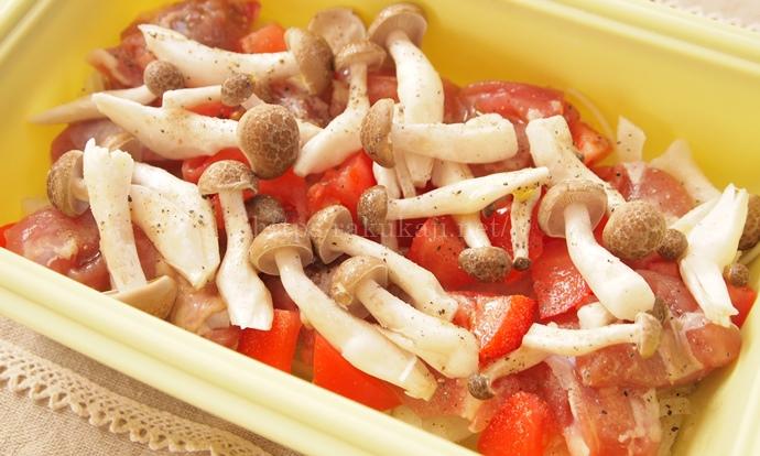 シリコンスチーマーで作るチキンのトマト煮