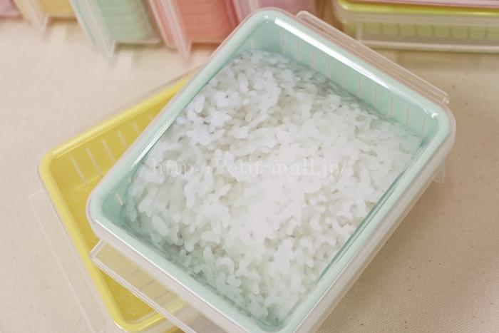 フェリシモ 冷凍レンジ容器にご飯を入れたイメージ