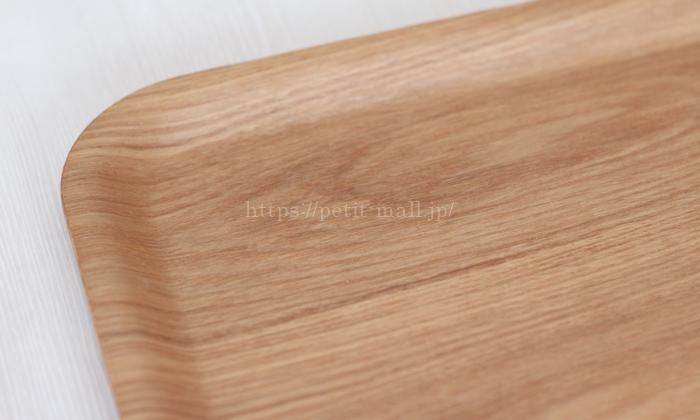滑りにくい木製トレイの木目